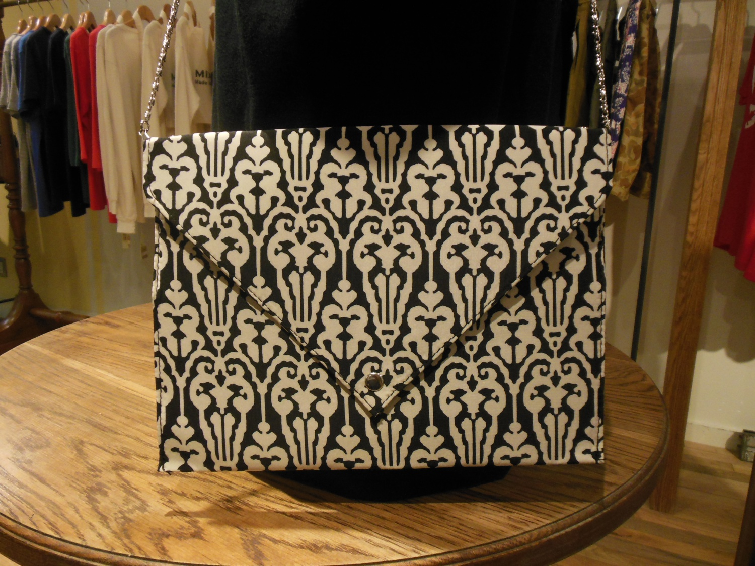 gru.rond/DAMASK CLUTCH
